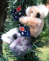 Clip-on koalas with flag